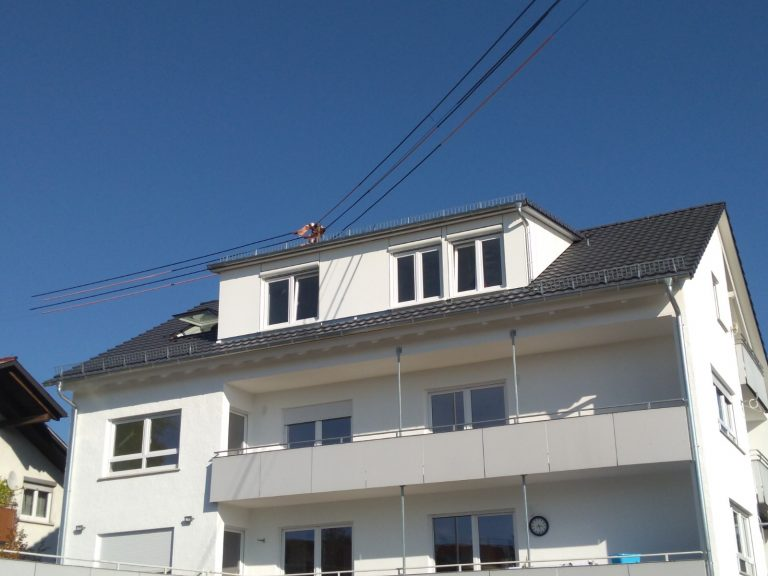 Dacheindeckung Mehrfamilienhaus Saur Holzbau